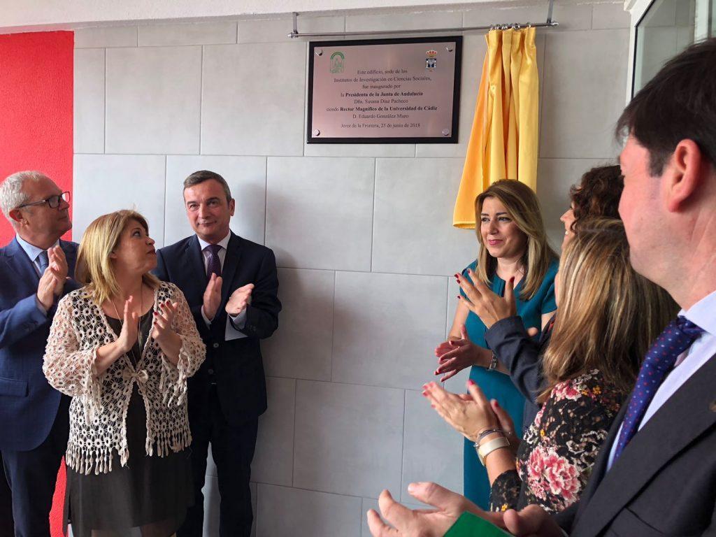Susana Díaz y el rector de la UCA inauguran la sede del INDESS